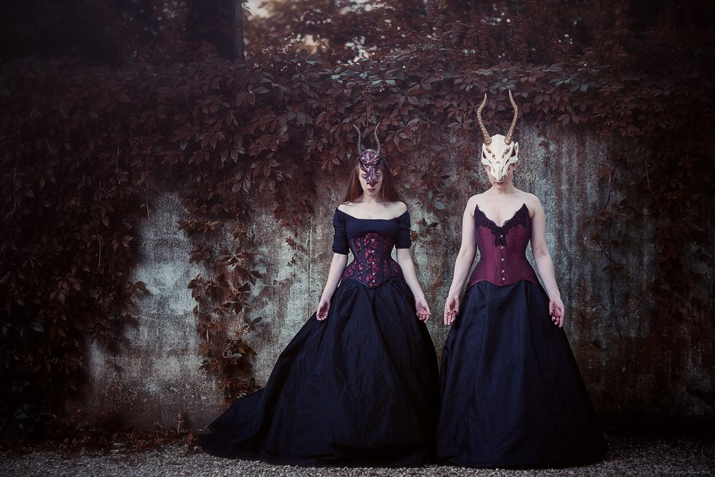 Acceptance. Outfits by Skeletons in the Closet Models: Eva Helena en la Dutchessa Photographer: Henk van Rijssen