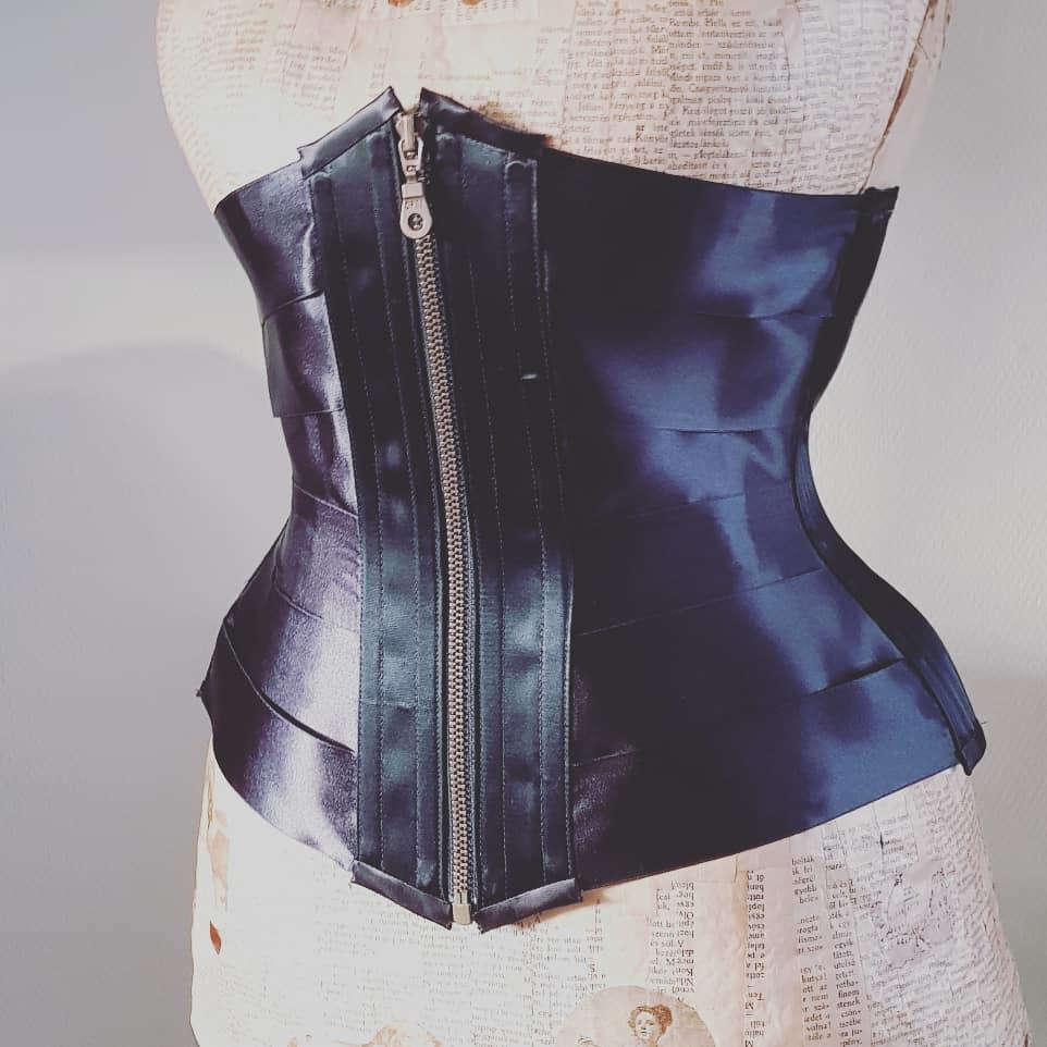Ribbon corset